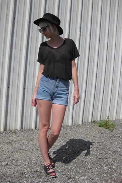 black Deena & Ozzy hat - black fake Ray Ban sunglasses - black Kain t-shirt - bl