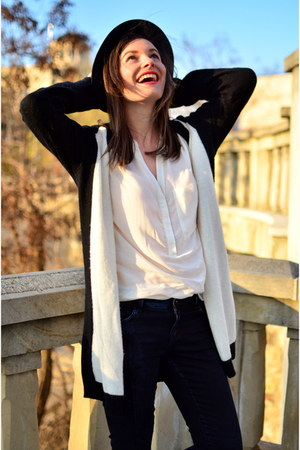 white white Zara shirt - navy skinny jeans Zara jeans