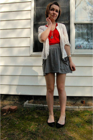 white vintage cardigan - red American Apparel t-shirt - silver antique necklace
