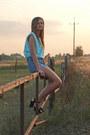 Levis-shorts-aquamarine-second-hand-blouse-black-tk-maxx-sandals