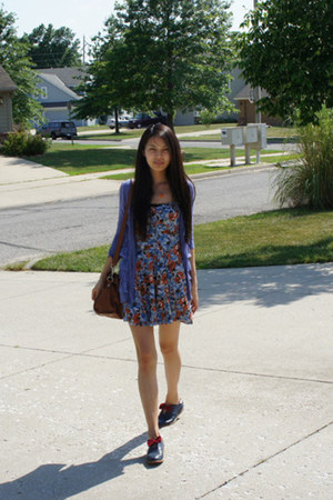 violet bow oxfords shoes - blue floral print lack dress - brown Forever 21 bag -