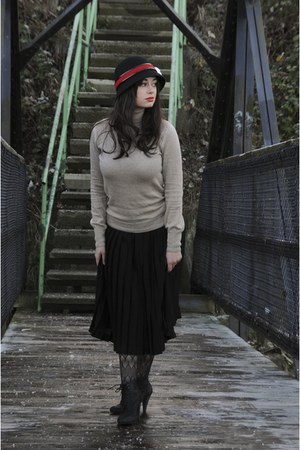black VeeChay hat - beige Mango sweater - black Zara skirt - black HUE tights -