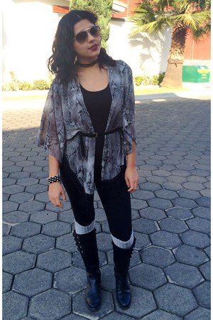black unknown boots - gray kimono coat - black cotton unknown leggings
