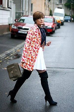 red printed Zara coat - navy vintage shirt - white River Island skirt