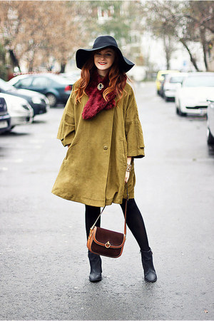 olive green vintage cape - black floppy H&M hat