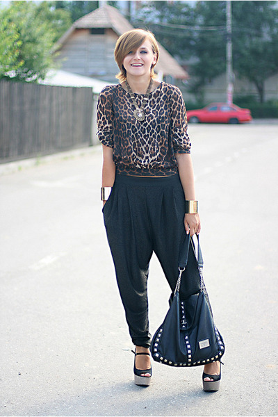 brown animal print new look top - black harem River Island pants