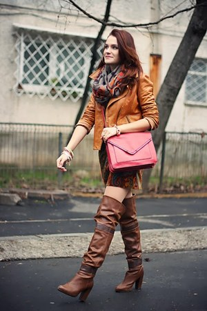 dbd0078351f dark brown over the knee Stradivarius boots - brick red Zara bag