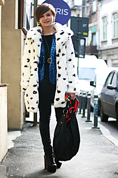 Topshop Faux Fur Coat - How to Wear and Where to Buy | Chictopia