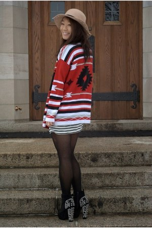 floppy Charlotte Russe hat - striped Forever 21 dress - Betsey Johnson tights
