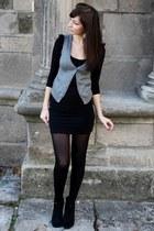 black Jupe skirt - black Tshirt t-shirt - charcoal gray gilet vest