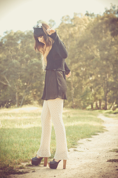 black cropped knit sweater - light pink vintage from Theo Vinyl Vintage pants -