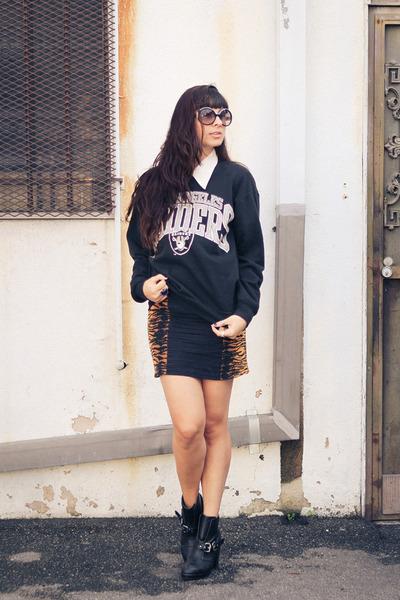 leopard MinkPink skirt - ankle Dolcetta boots - la raiders vintage sweater