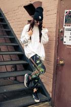 galaxy Wasteland leggings - yin yang beanie penelope s vintage hat
