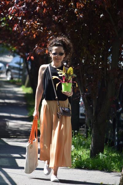 tan vintage bag bag - dark brown street style Claires bag - white F&F sneakers