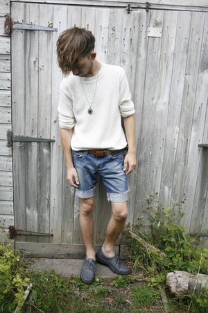 white vintage jumper