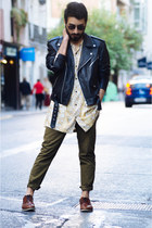 black leather jacket Gabriel Seguí jacket - dark brown oxford Zara shoes