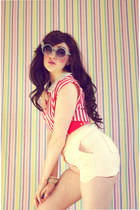 red vintage top - light pink OASAP shorts - light blue Chicwish sunglasses