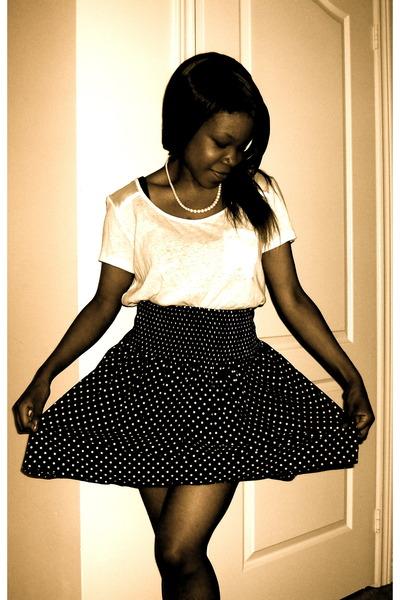 fb45bcc89d white H&M t-shirt - black polka dots H&M skirt - white pearls thrifted  vintage