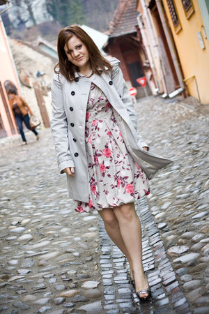 beige Orsay coat - Orsay dress - silver Motivi heels