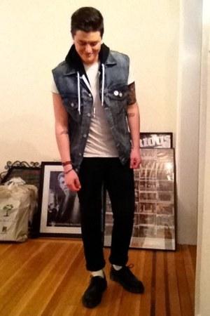 doc martens shoes - black levis jeans - denim Levis vest
