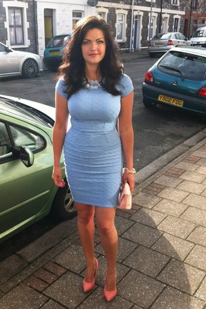 light blue bodycon dress - salmon stilleto heels - silver necklace