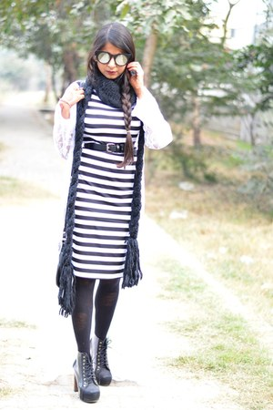 white lace cape - black stripes Indian Gully dress - black Forever 21 sunglasses
