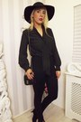 Zara-hat-calzedonia-leggings-leather-chanel-bag-vintage-blouse