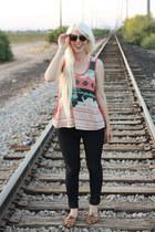 Levis jeans - cotton TJ Maxx shirt - TOMS sunglasses