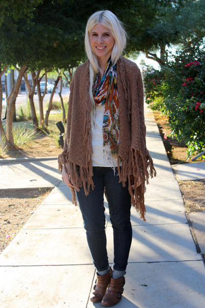 orange le mode accessories scarf - brown Blowfish Shoes boots - blue Levis jeans