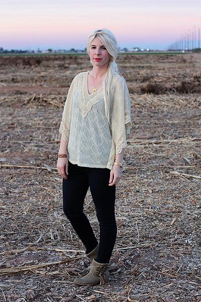 brown Blowfish boots - black Levis jeans - gold Etsy necklace
