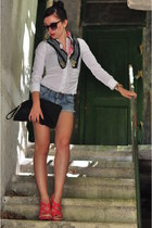 Zara scarf - Zara bag - H&M shorts - Prince Ny London watch - Terranova blouse