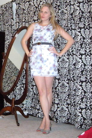 white kohls dress - gray Bandolino shoes - pink Ulta necklace