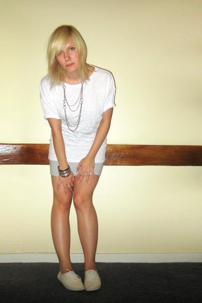 BikBok t-shirt - H&M skirt - Office shoes - Diverse accessories