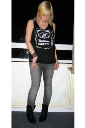 Jack Daniels t-shirt - Topshop jeans - vintage boots - Chanel bracelet