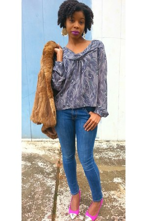 blue jeans - feather print blouse - pink suede heels