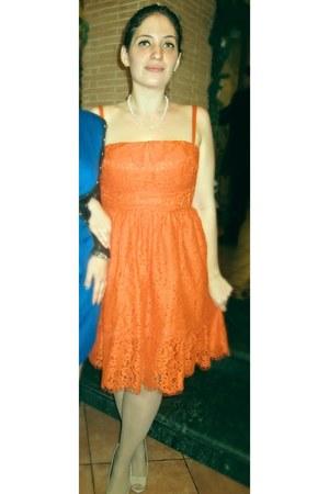 orange tomato lace asos dress - nude Fergalicious pumps