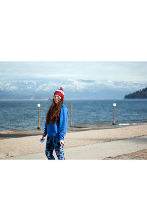 red USA hat - blue owl print vintage sweatshirt