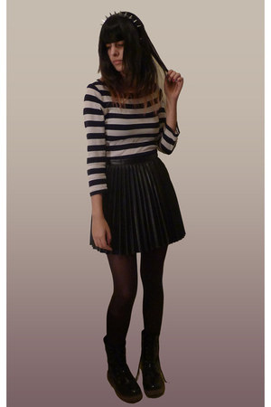 white striped second hand shirt - black vinyl ca boots