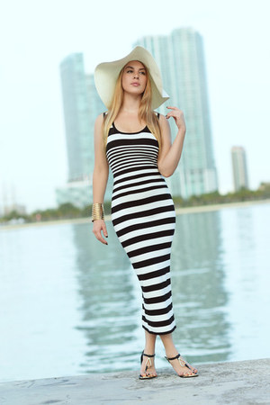 Hot Miami Styles dress - Missguided hat