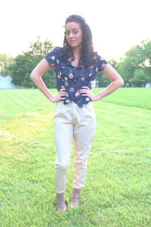 pointed boot Forever 21 boots - high-waisted H&M pants - floral print thrifted b