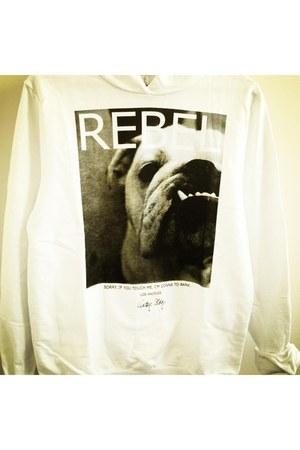 white Zara hoodie
