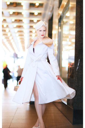 white The Pretty Dress Company coat - beige unique vintage heels