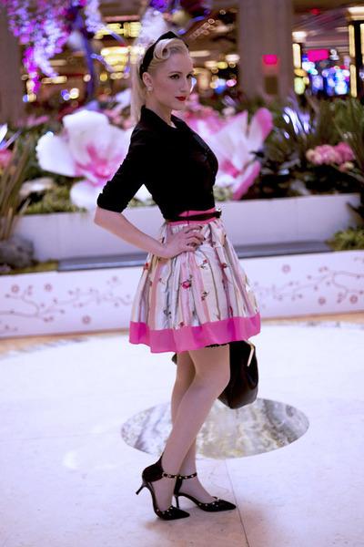 bubble gum floral Anastasia Chatzka skirt - black button down H&M shirt