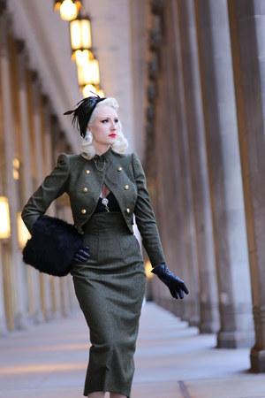 army green wool Atelier Jensen jacket - olive green beret Milli Starr hat