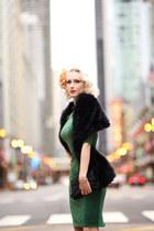 green velvet Zoe Vine dress - black faux fur Amazon scarf