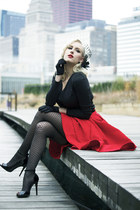 Black Rose || NicCoCo Fascinator & Red Skirt
