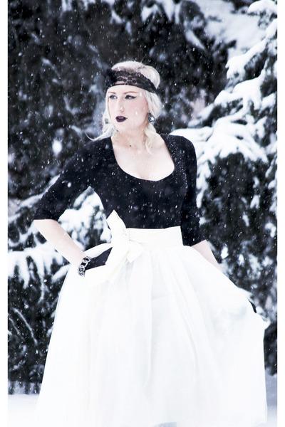 ivory tulle Shabby Apple skirt - black lace Lorraine Tyne accessories