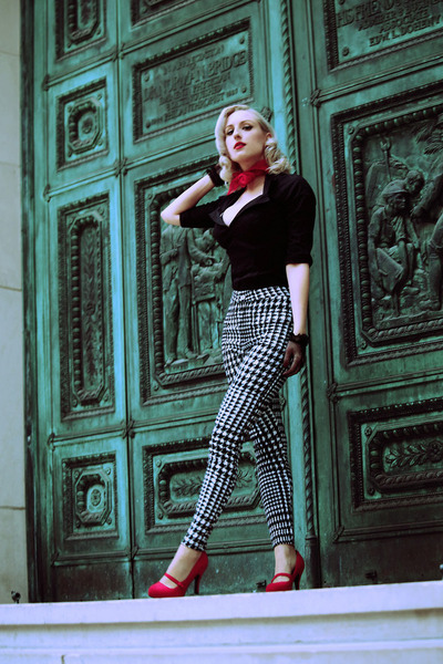 black houndstooth Shop Roxx pants - red fall vintage scarf