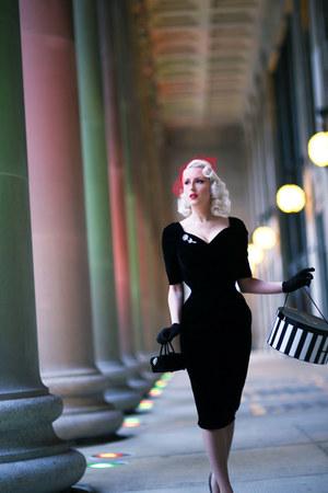 black velvet The Pretty Dress Company dress - black velvet vintage bag
