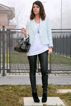 black cinti boots - light blue vintage blazer - black thrifted bag - black biker